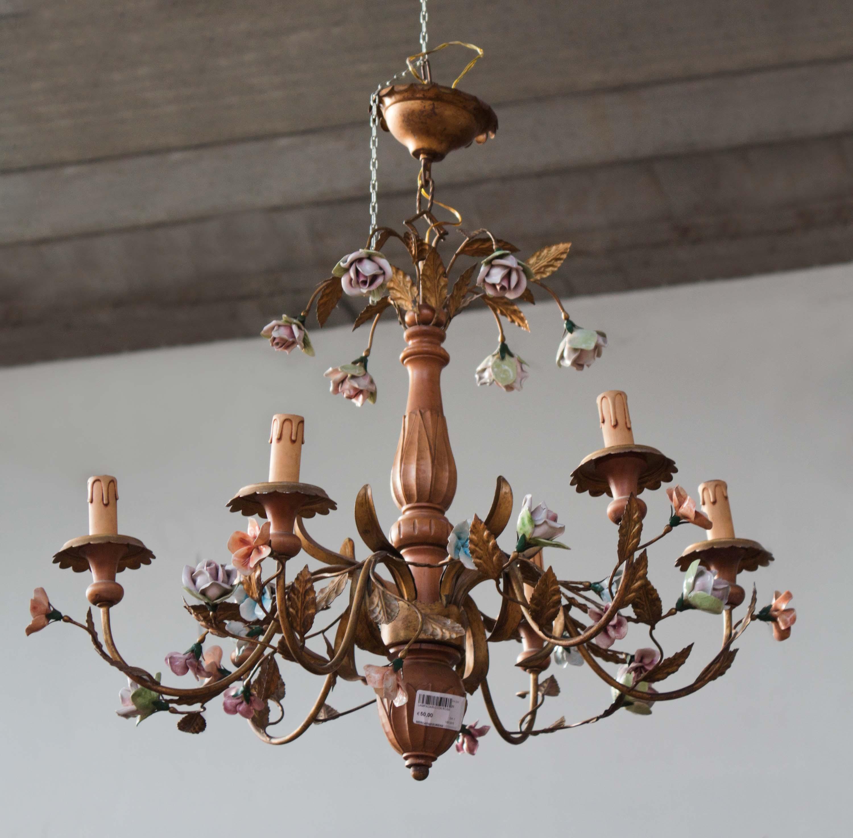 Lampadario in legno e ottone decorazioni fiori vintage for Lampadario vintage