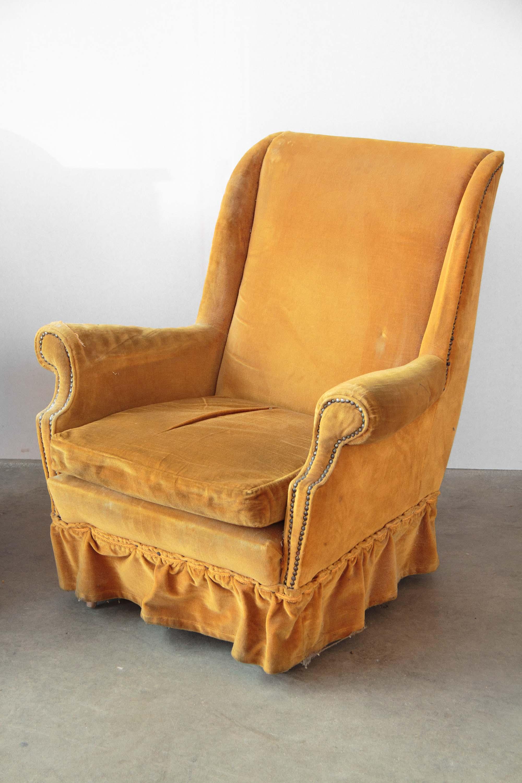 Coppia poltrone velluto giallo anni 40 50 vintage piedi for Poltrone anni 40