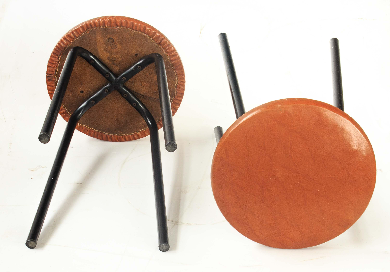 Coppia sgabelli ferro ecopelle vintage mercatino dell usato